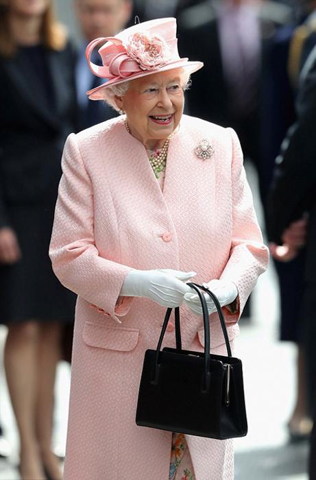 Тайные сигналы королевы: как Елизавета II дает знать, что собеседник ей наскучил