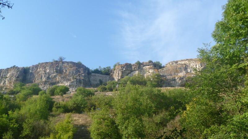 Обходим по низу город Чуфут-Кале, крым, пещерный город, пещерный город Чуфут-Кале