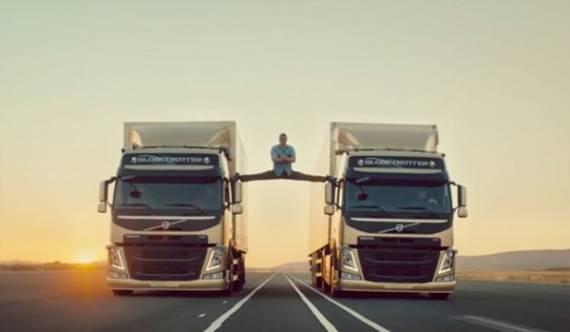 Шпагат на движущихся грузовиках от Ван Дамма
