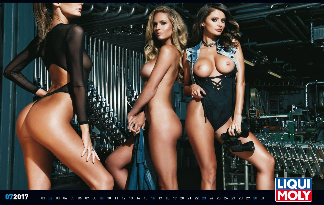 vse-kalendari-devushki-golie