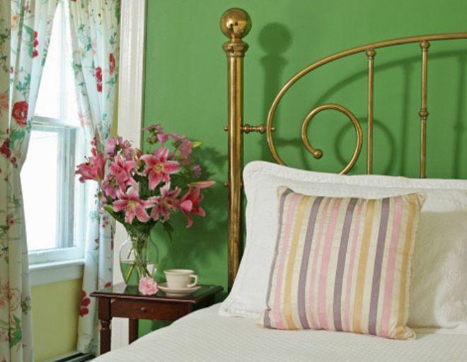 Комнатным растениям в спальне нет места!