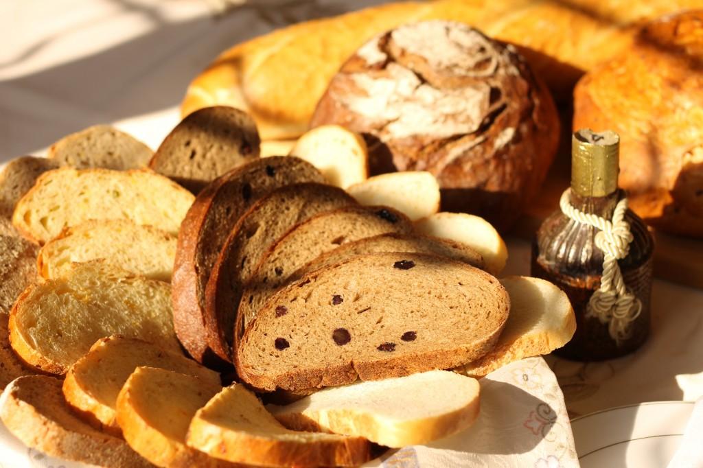 Блюда с картошкой и куриными ножками в