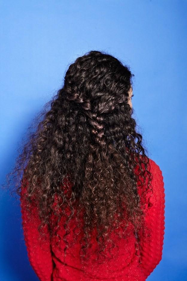 Коса с распущенными волосами  волосы, кудри, прическа