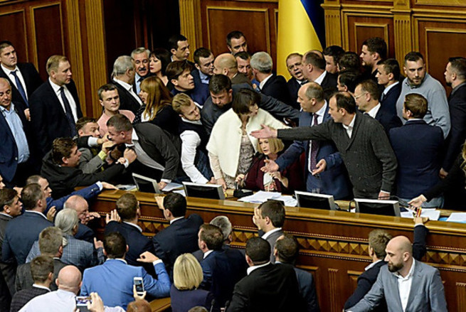 В Киеве страшный переполох: политики прячут паспорта