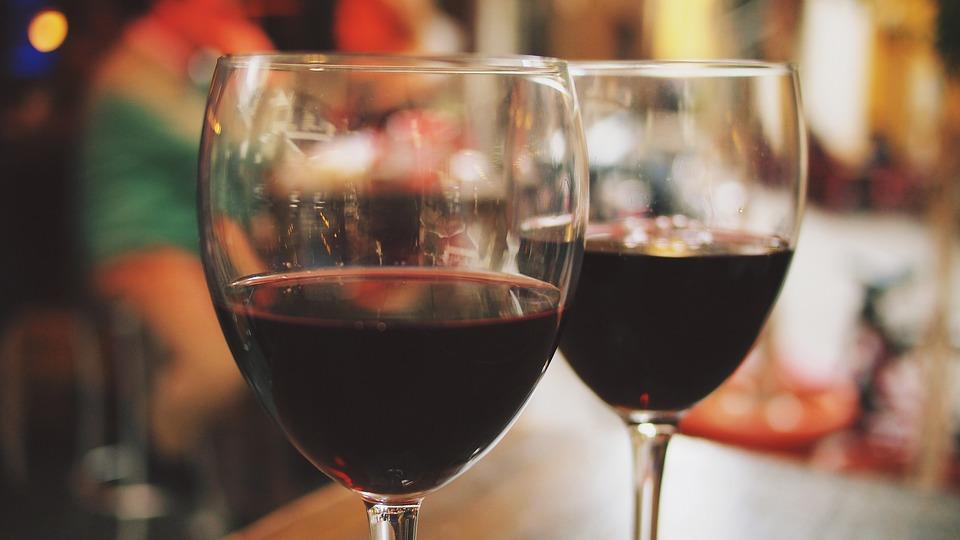 Минздрав предложил запретить продажу алкоголя россиянам до 21 года