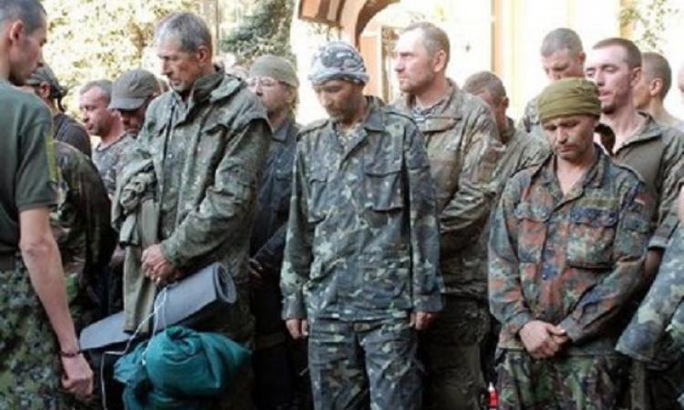 Новороссия 26.09.2014: Боевики перевозили пленных привязывая за ноги к вертолету