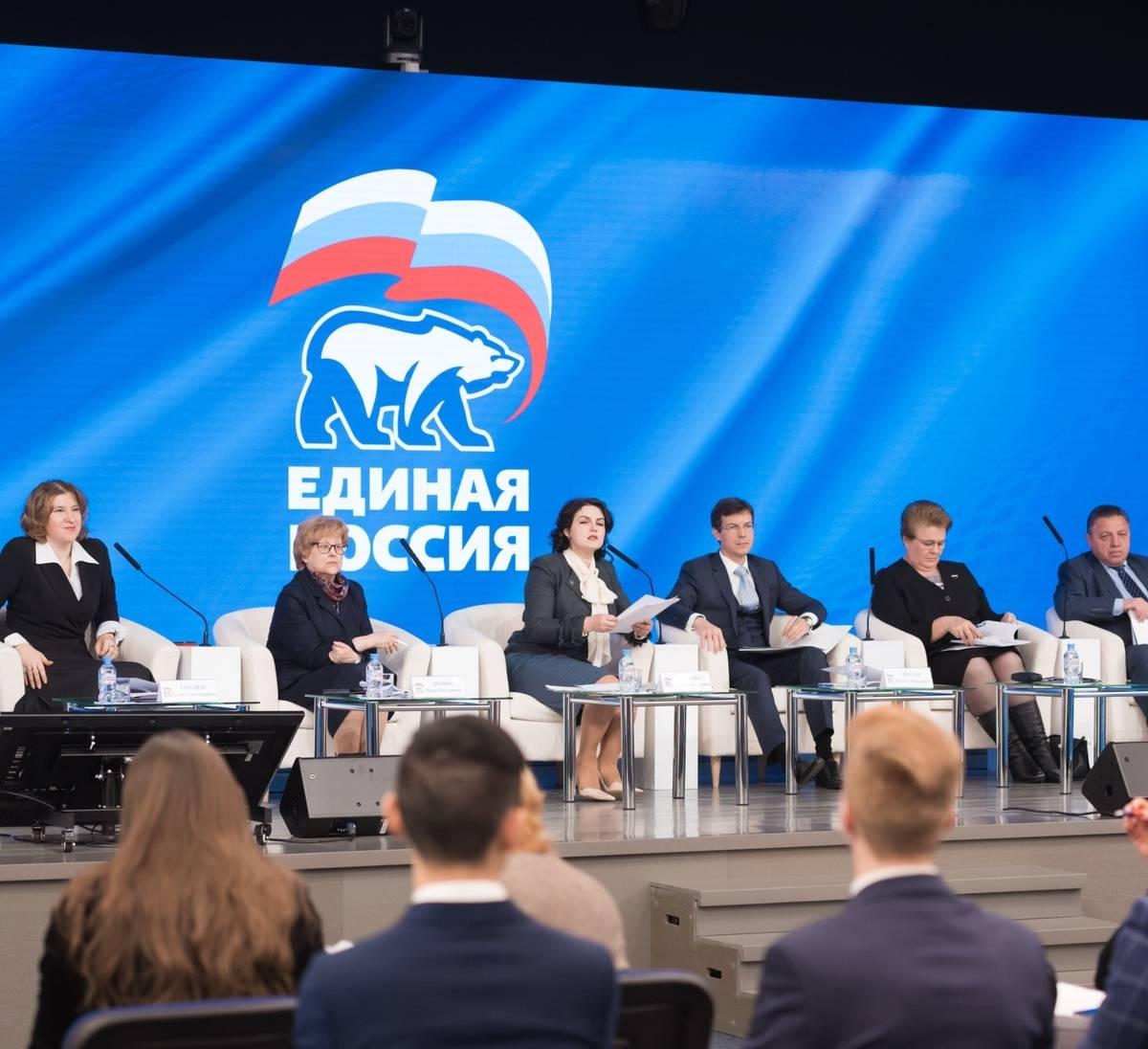 Единороссы не спешат отказываться от пенсионных надбавок