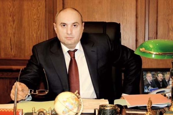 Мэра Махачкалы заподозрили в превышении полномочий с ущербом в 80 млн рублей