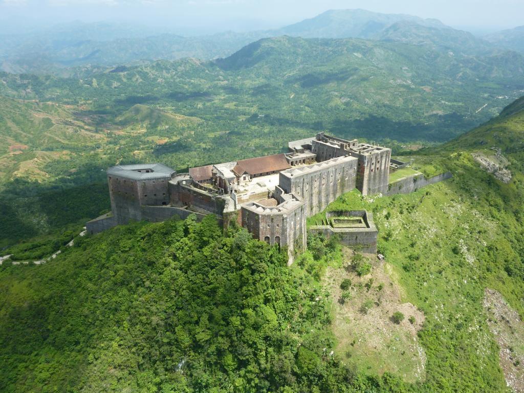 Цитадель Лаферьер — крупнейшее фортификационное сооружение Западного полушария