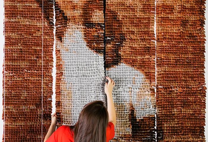 Потрясающее панно из 20 000 чайных пакетиков