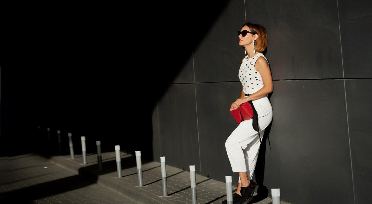 С чем носить белые брюки