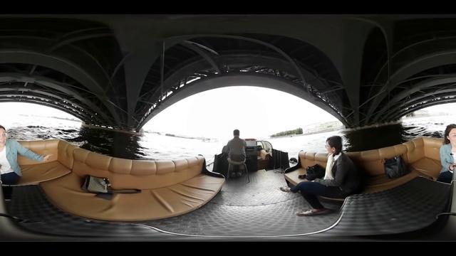 Обзорная экскурсия по Питеру на лодке