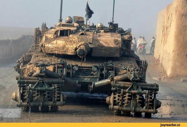 Leopard 2A6M CAN с советским минным тралом КМТ-5 в Афганистане.