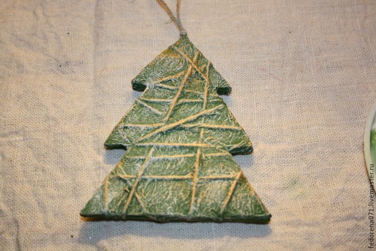 Превращаем картон в новогоднее украшение