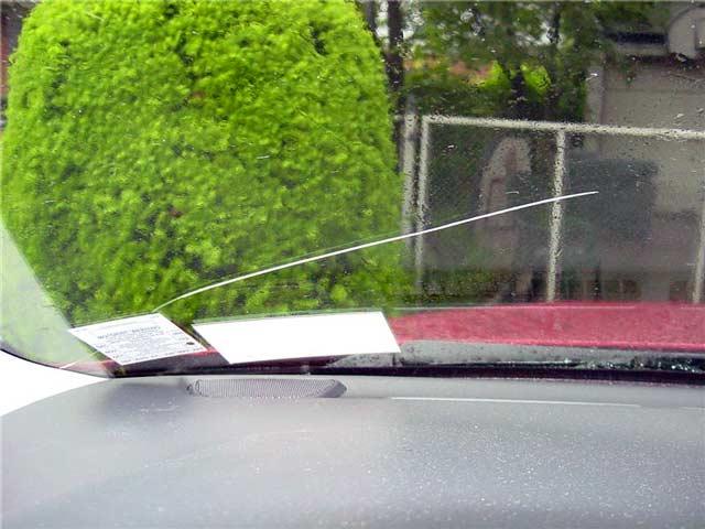 Как остановить трещину лобового стекла своими руками