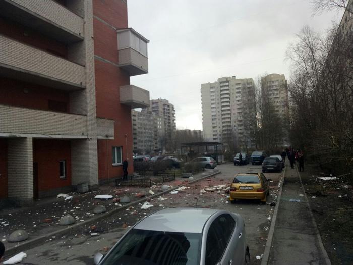 ЧП в Санкт-Петербурге: обруш…