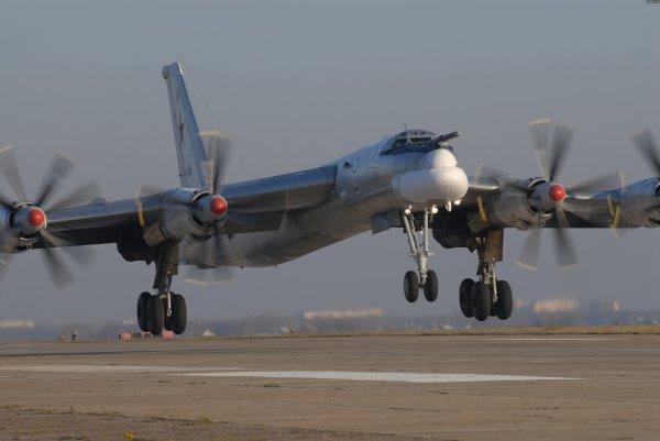 Как наши ракетоносцы Ту-95 шугают натовских лётчиков