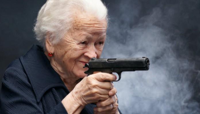 Удивительная история про пожилую даму с пистолетом