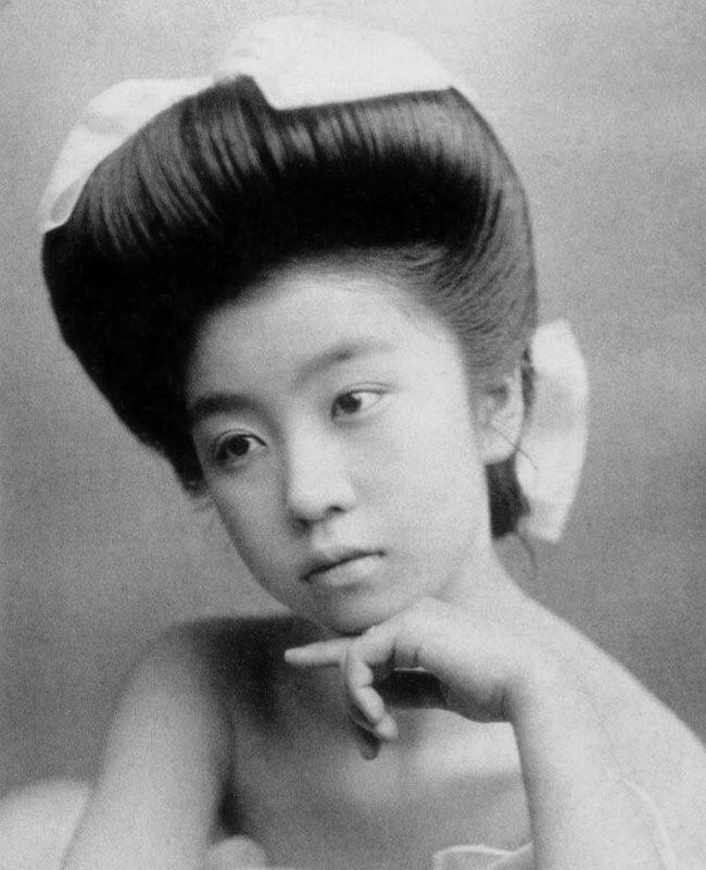 Вот как выглядели гейши без кимоно и традиционного макияжа