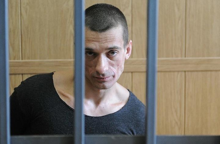 Российского художника Павленского задержали в Париже за «бандитизм с применением опасных средств»