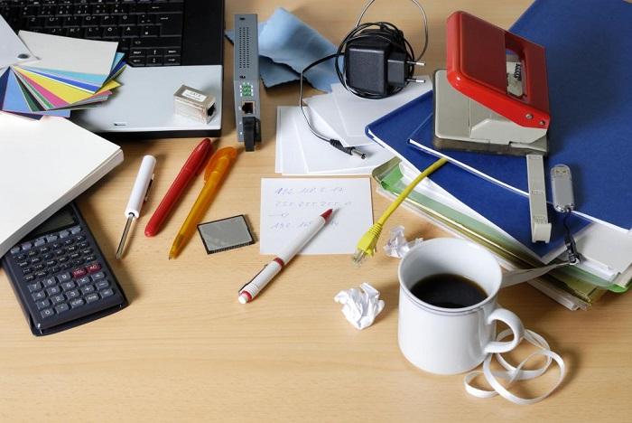Убирайте рабочий стол сразу после того, как заметите, что образовался бардак. / Фото: businessman.ru