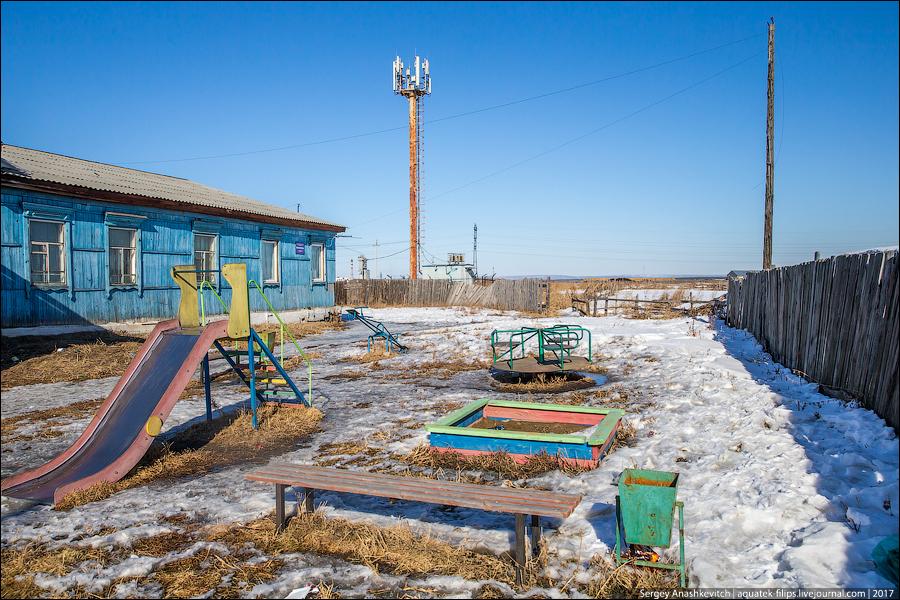 Почему в России такие дебильные детские площадки?