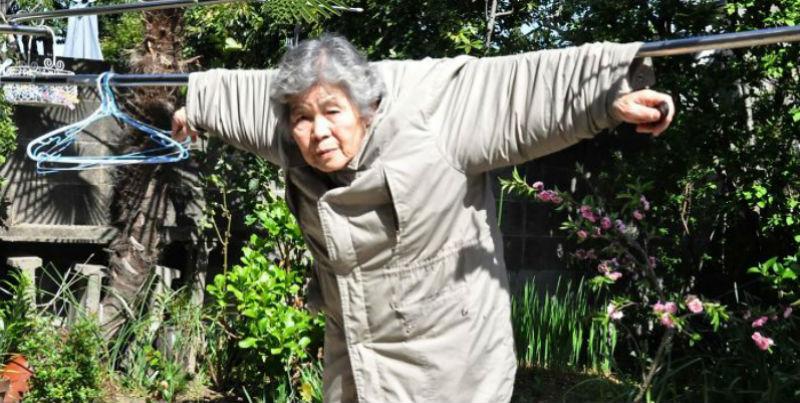 Японская бабушка стала фотографом в 72 и теперь делает смешные автопортреты