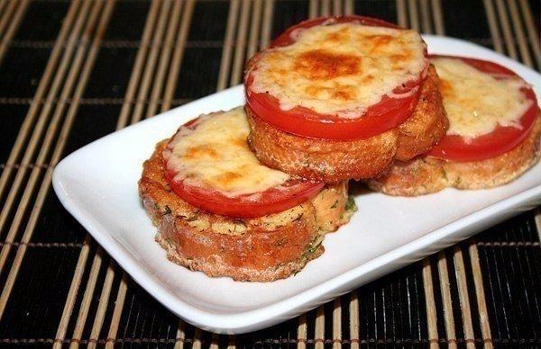 Гренки с помидорами и сыром. Самые вкусные гренки, которые готовила моя мама!
