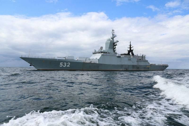 Более 20 кораблей и судов Балтийского флота выходят на учения в море