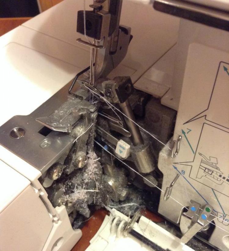 Самодельное приспособление для чистки швейной машины