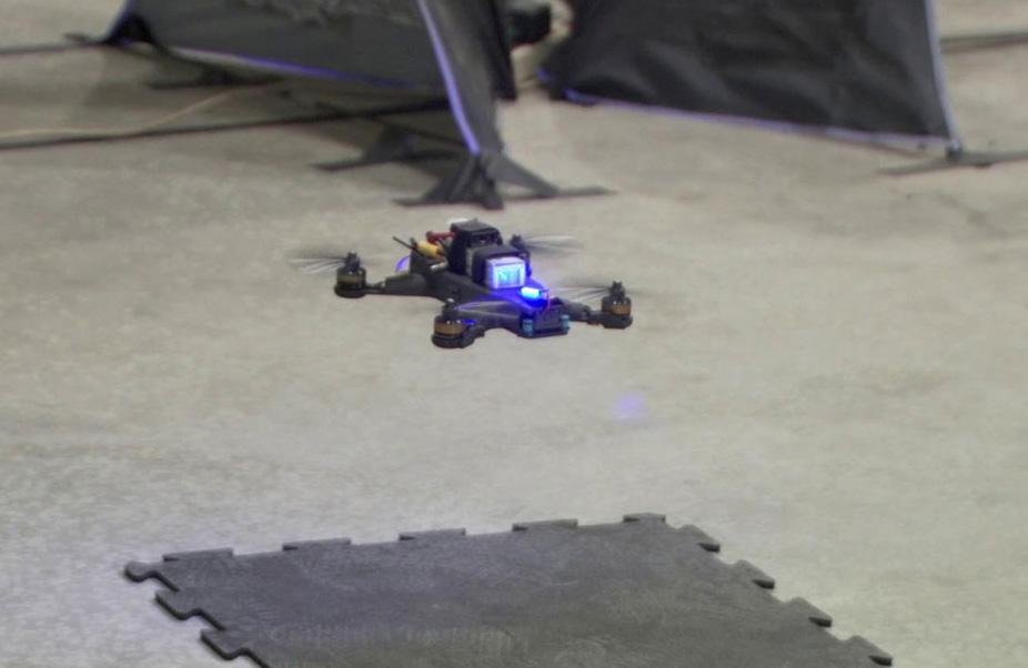 Самоуправляемый дрон NASA сразился с профессиональным пилотом