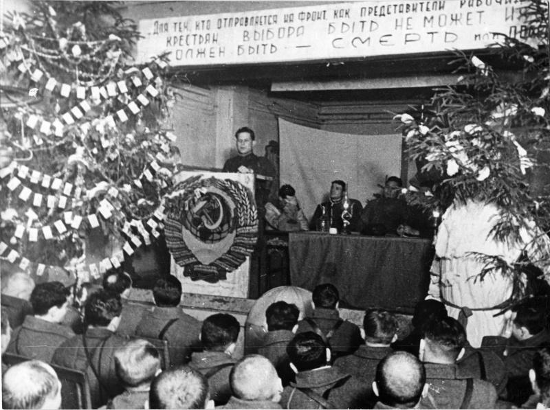 Новогоднее собрание бойцов и командиров Панфиловской дивизии.