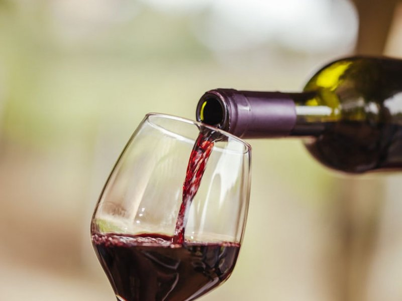 Могут ли два бокала вина помочь продлить жизнь человеку?