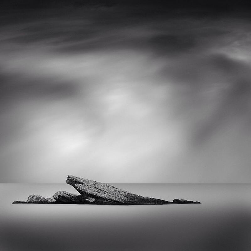 Чёрно-белые пейзажи, уходящие за пределы реальности. Фотограф Джордж Дигалакис 5