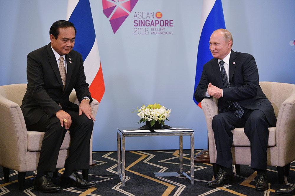 Путин встретился с премьер-министром Таиланда в Сингапуре