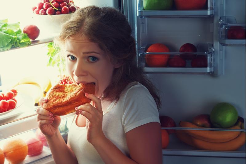 Синдром ночного аппетита: просто слабость или серьезная проблема?