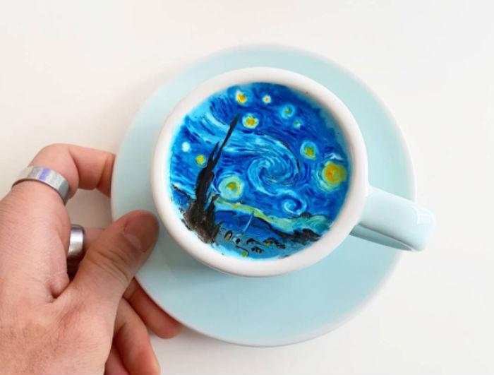Бариста из Кореи создает на кофейной пенке картины
