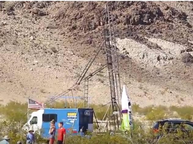 Американец едва не разбился на самодельной ракете, желая доказать, что Земля плоская