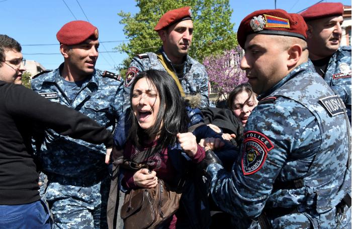 Оппозиция Армении отказалась подчиниться требованиям полицейских