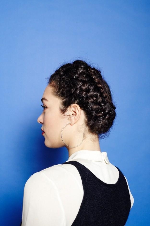 17 красивых причесок для кудрявых волос волосы, кудри, прическа
