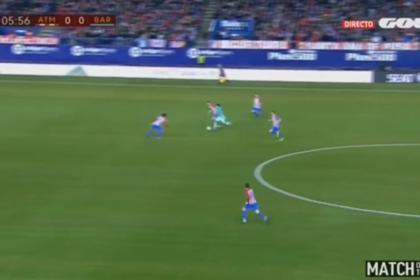 Луис Суарес обвел троих защитников и забил гол в матче c «Атлетико»