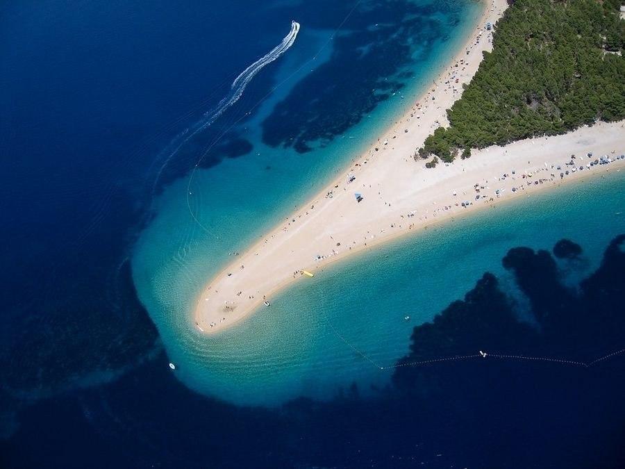 Великолепный пляж Золотой Рог в Хорватии