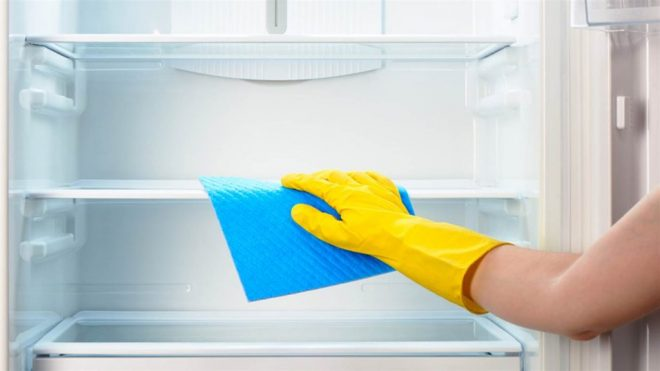 Первое включение холодильника — нужно ли мыть, чтобы избавиться от запаха