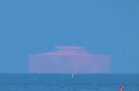 В США сфотографировали прямоугольную луну-«айсберг»