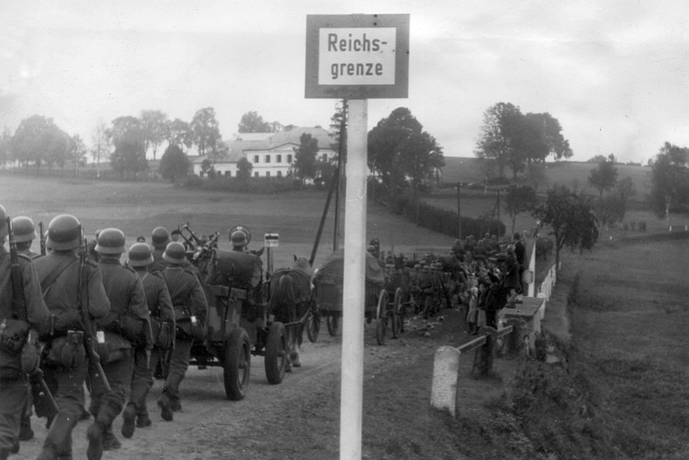 """Черный след оранжевых революций. Послесловие к выставке """"Мюнхен-38"""""""