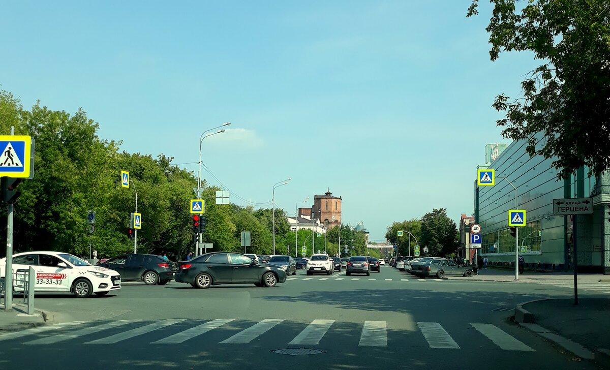Одна из улиц в центре города (пересечение ул. Герцена и ул. Орджоникидзе).
