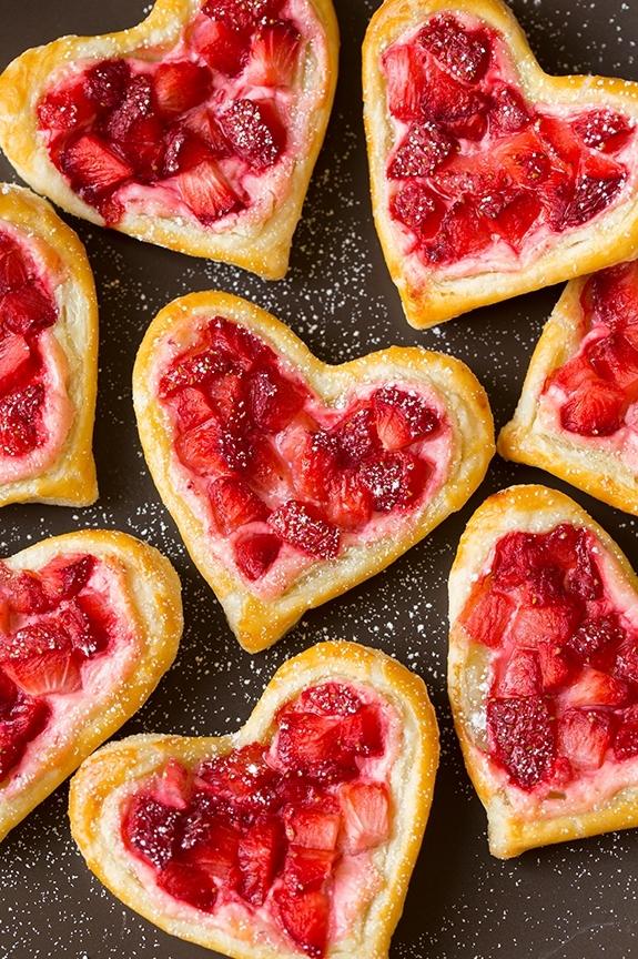 Слоеное печенье в виде сердечек