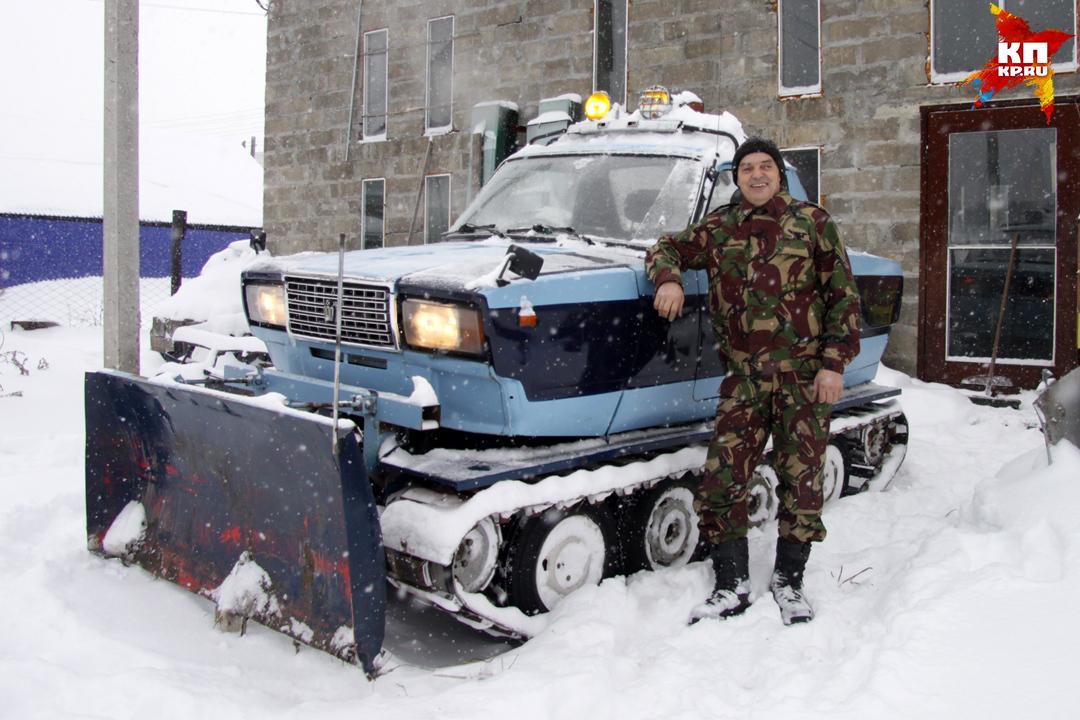 Барнаулец смастерил снегоуборочный трактор из старых «Жигулей»