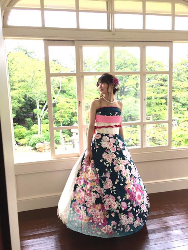 Японские невесты превращают кимоно в свадебные платья в европейском стиле