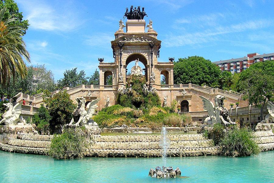 Парк Цитадели - отличное место для отдыха с детьми в Барселоне, Испания.